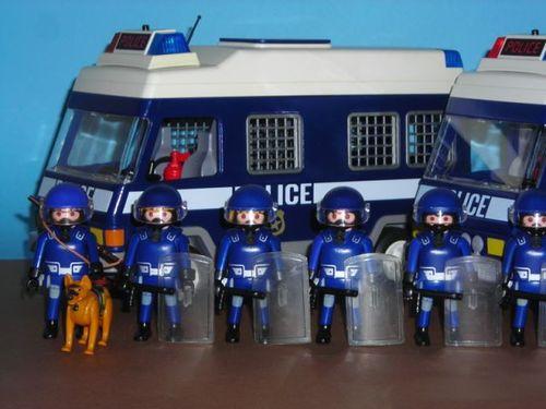 agamben_playmobil_riot_police.jpg