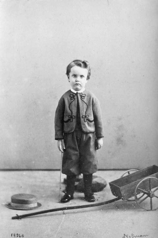 Fashion Toys For Boys : Entertainingly grim old timey photos of canadian children
