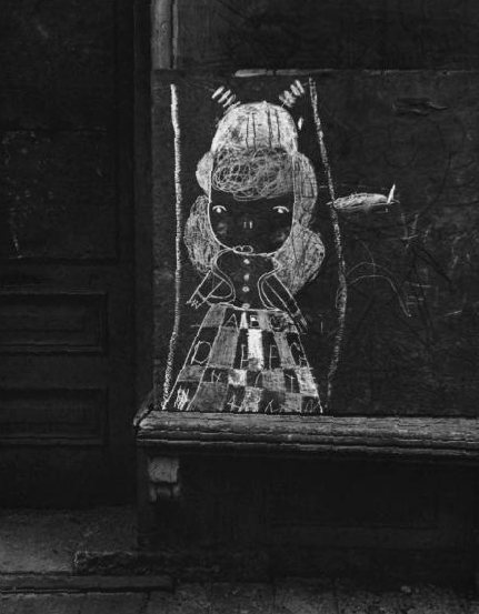 helen_levitt_chalk_girl
