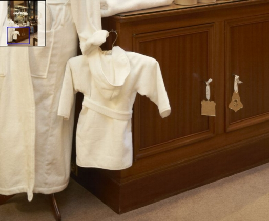 hotel_crillon_kids_robe.jpg