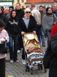 ringsto_gold_stroller.jpg