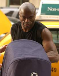 seal driving leni in a bugaboo, from bild.de