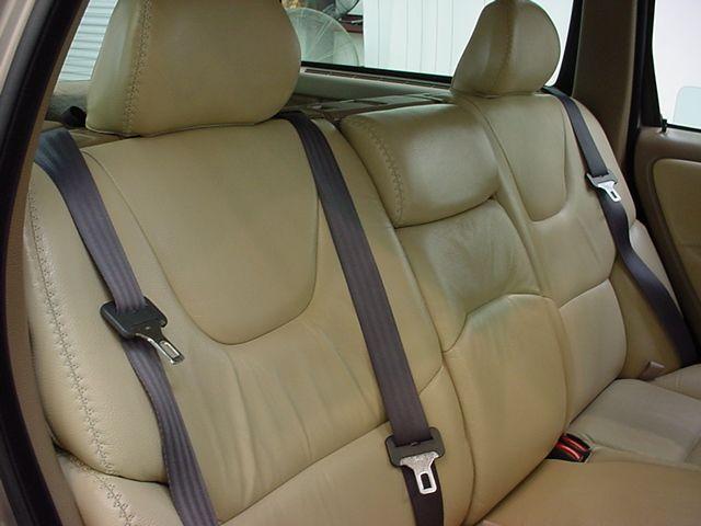 volvo_v70xc_rear_seat.jpg