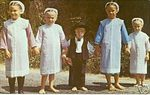 amish_kids_plainlydressed.jpg