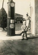 the_old_motor_gaspump_kid.jpg