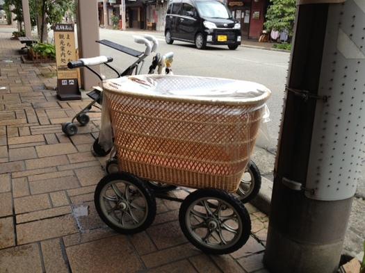 wicker_stroller_takayama.jpg