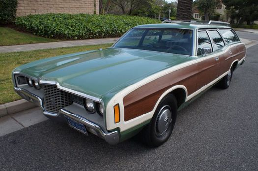 ford_country_squire_green1.jpg